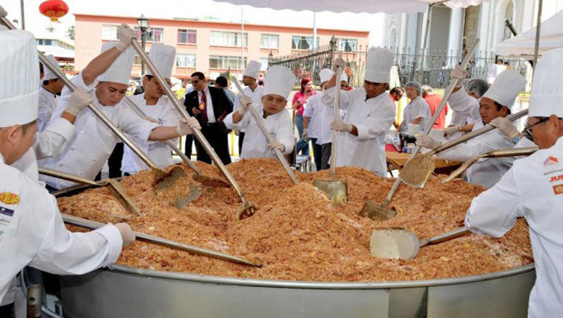 Worlds largest fried rice making
