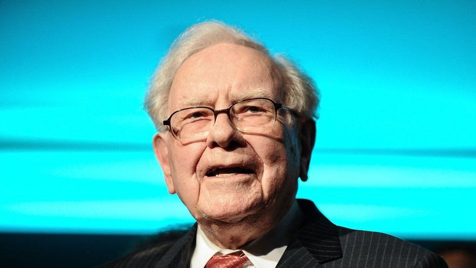 Investor Warren Buffett names Berkshire Hathaway successor - BBC News