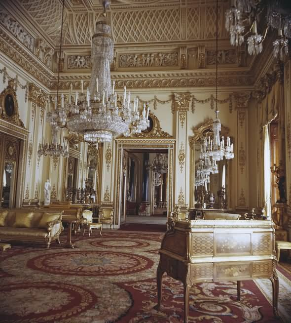 THE MOST BEAUTIFUL INTERIOR PICTURES OF BUCKINGHAM PALACE LONDON | Buckingham palace, Palace interior, Palace