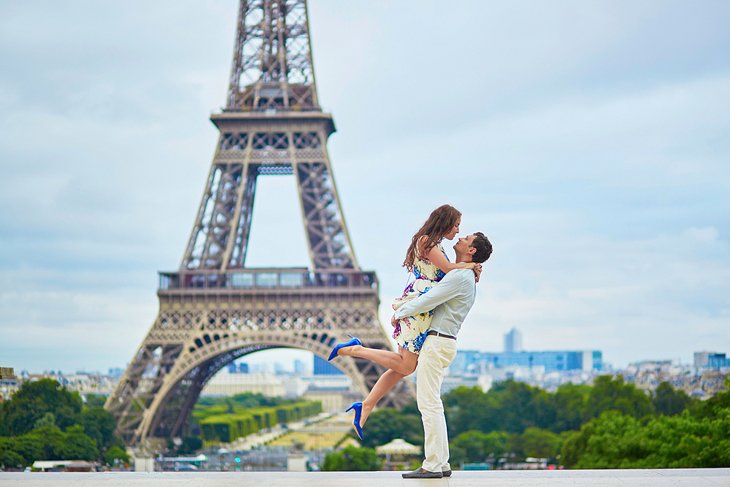 Couple in front of the Eiffel Tower