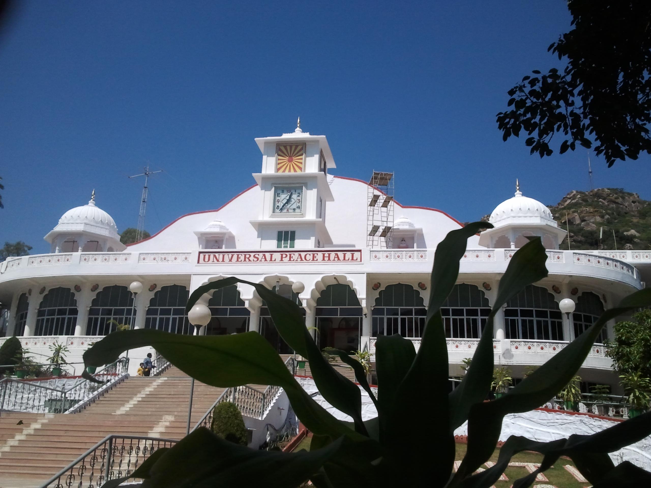 File:Universal Peace Hall- Mt.Abu- Rajasthan.jpg - Wikimedia Commons