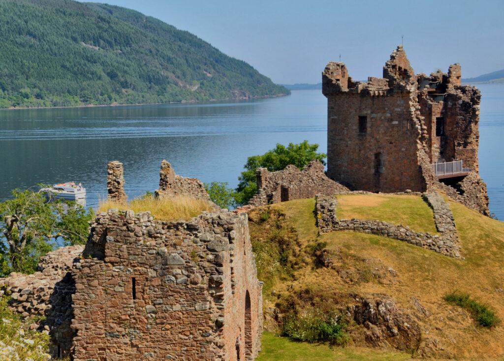 Urquhart-Castle-Loch-Ness-Scotland
