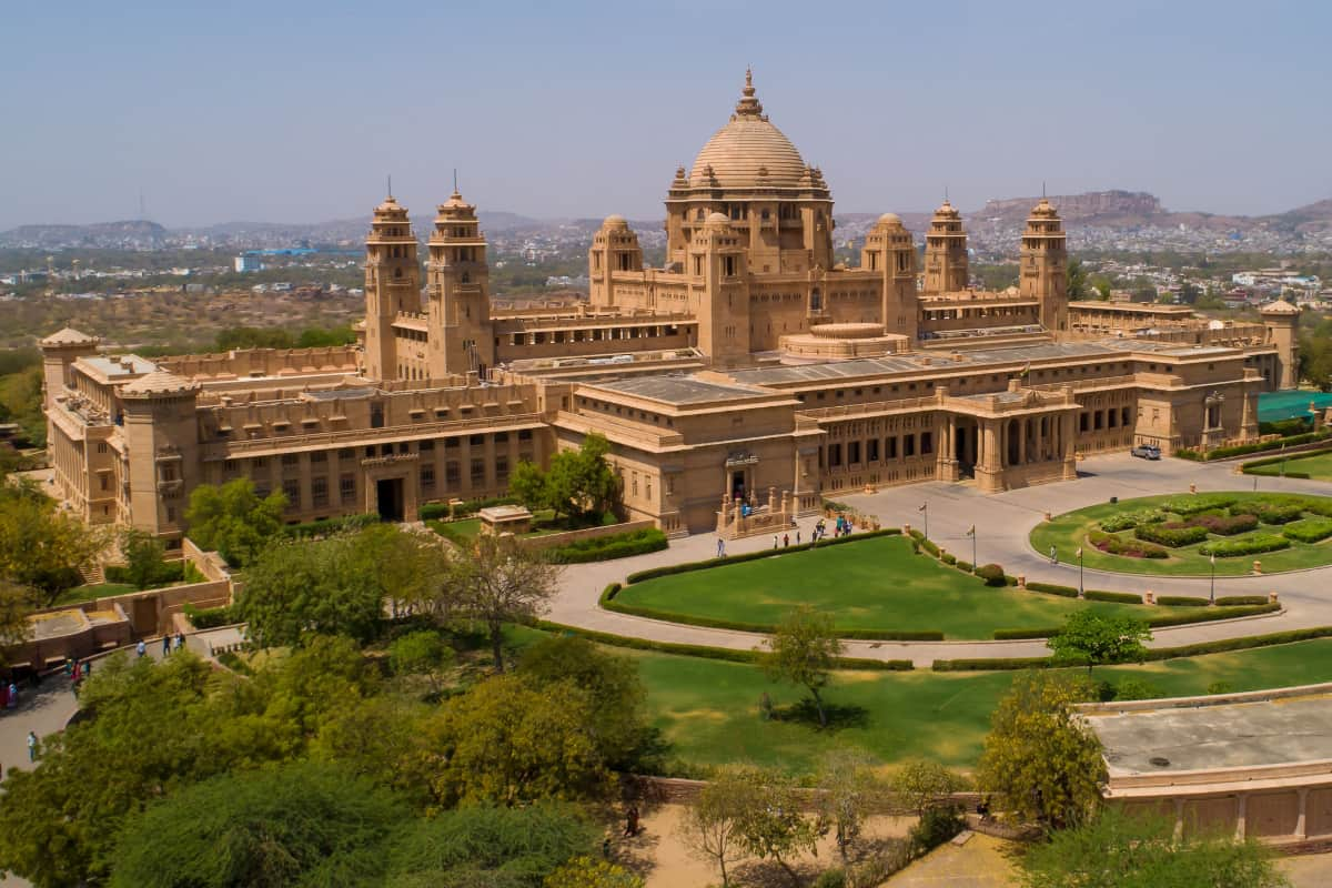 What's the inspiration for Umaid Bhawan Palace's architecture?