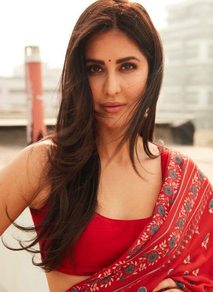 Lady In Red Katrina Kaif Dazzles All In A Block Printed Saree