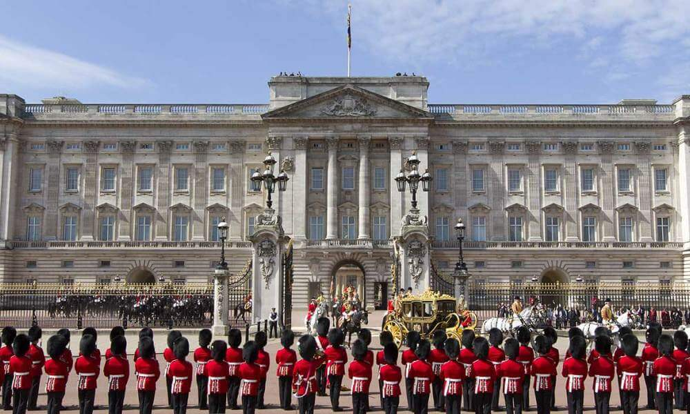 50 Fascinating Facts About Buckingham Palace | The Original Tour