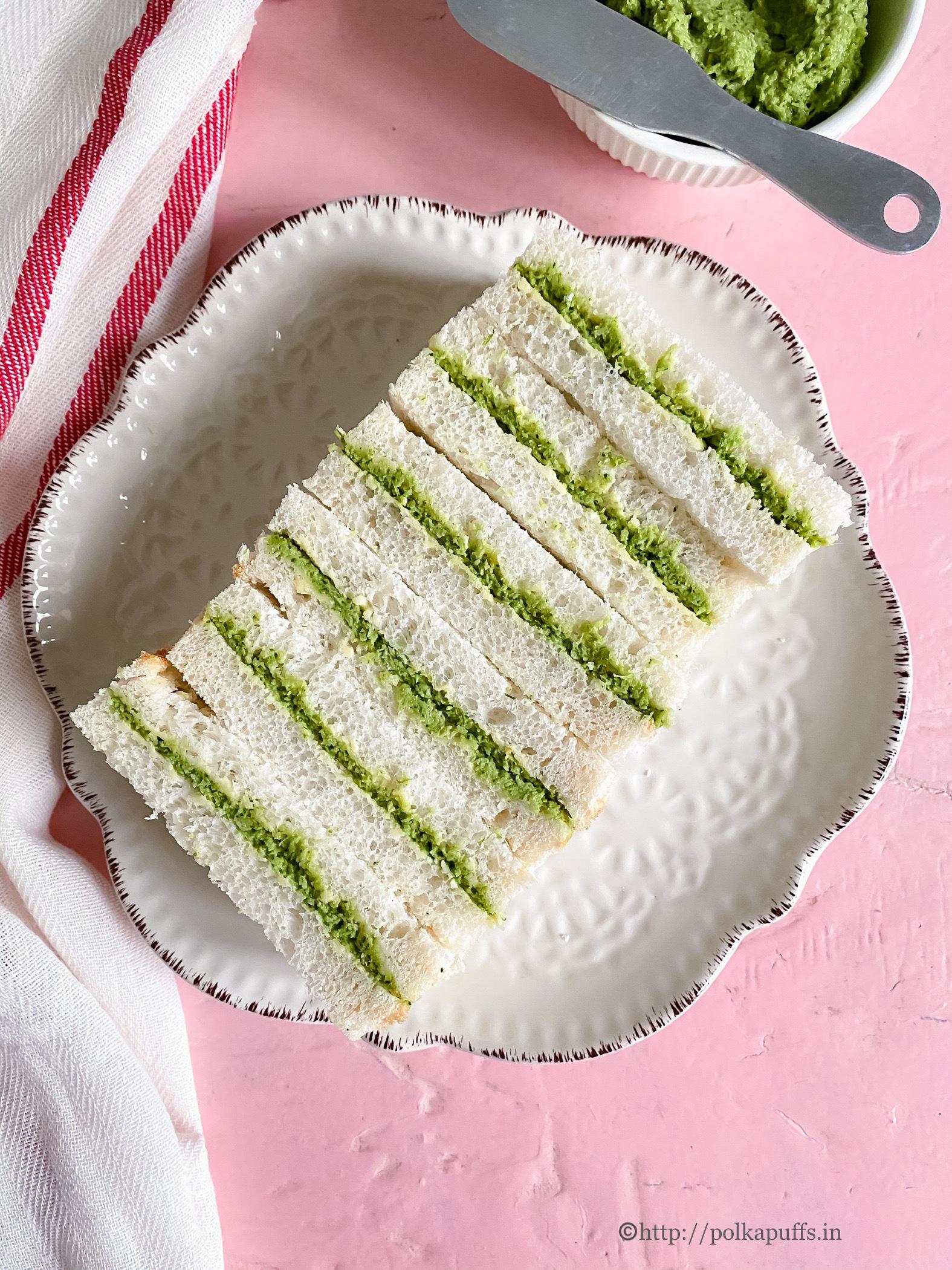 Green chutney garlic bread