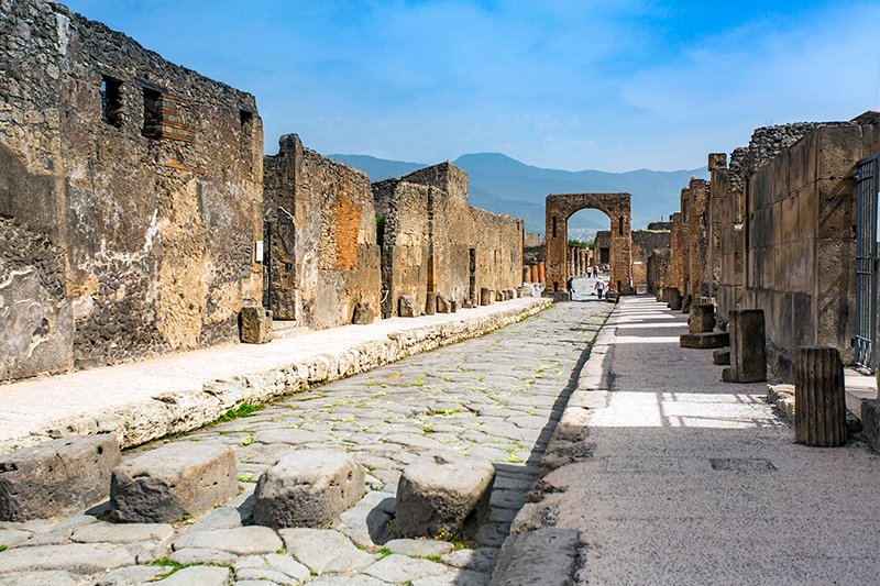 italy-pompeii-street.