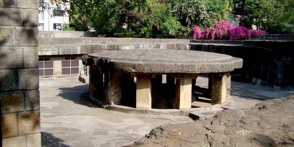 pataleshwar-cave-temple.