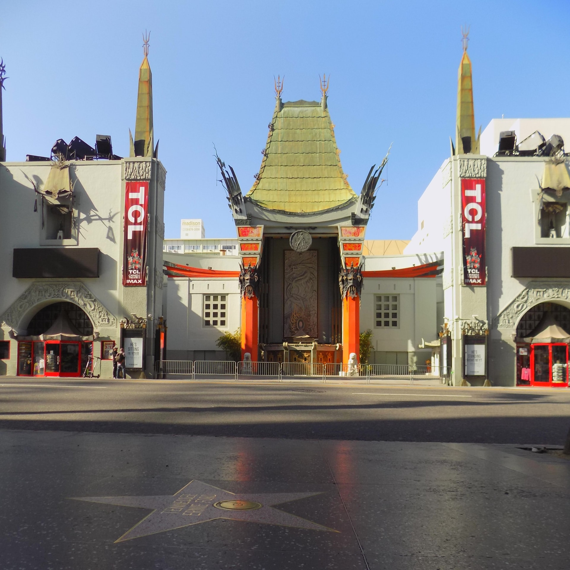 xGraumans-Chinese-Theatre-in-Hollywood
